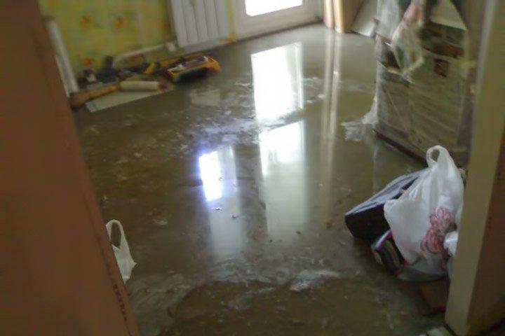 вырвало кран и мы затопили соседей